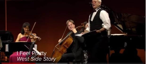 Bill Murray brings song and virtuoso strings to the stage in unique style [Decca Gold / YouTube screencap]