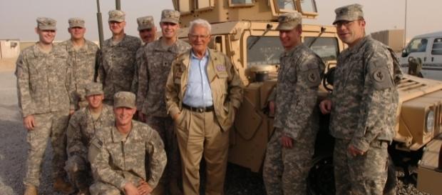 Easy Company WWII veteran Donald Malarkey visiting US troops in Iraq, 2008. (Photo Credit: Charles Mekin/Wikimedia Commons)