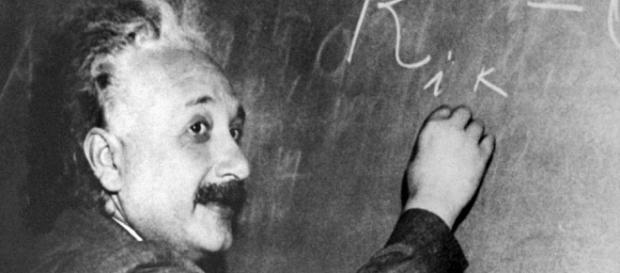 """En 1916, Albert Einstein concevait sa """"théorie de la relativité"""", aujourd'hui confirmée par l'observation des ondes gravitationnelles"""