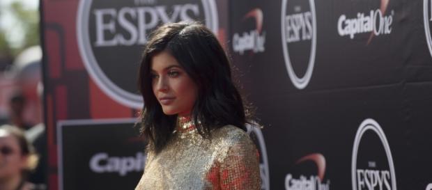 Kylie Jenner in full mommy mode. [Image via Flickr]