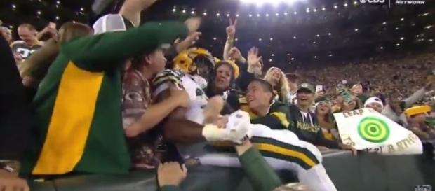 Watch Aaron Jones first Lambeau Leap (Video) - [NFL Highlights History / YouTube screencap]