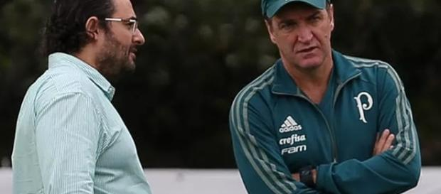 Alexandre Mattos conversa com Cuca na Academia de Futebol