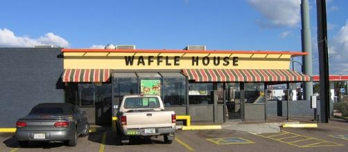 An ID theft ring was busted after two crooks skipped out on their Waffle House bill for $7 [Image credit: Scott/Wikimedia/CC BY-SA 3.0]