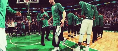 Gordon Hayward could return by March though the risk may be high/ photo by @gdhayward/ Instagram