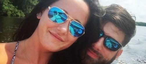 Jenelle Evans and David Eason enjoy a lake. [Photo via Jenelle Evans/Instagram]