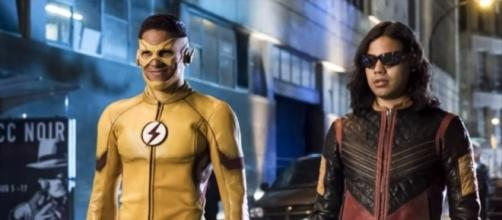 "Kid Flash attempts to defeat a Samuroid in ""The Flash"" season 4 episode 1. (Photo:YouTube/TheDCTVShow)"