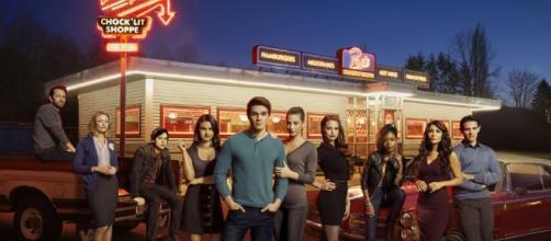 Riverdale season 2 episode 2 at Pop's diner -via justjaredjr.com