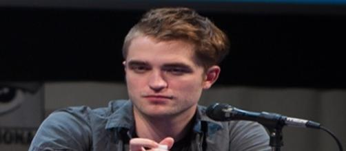 Robert Pattinson and FKA Twigs call off engagement after split [Image Credit: Wikimedia Commons/Author: Gerald Geronimo/Source: Stars of Twilight