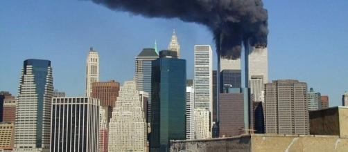 WTC smoking on 9-11 (Image Credit – Michael Foran – Wikimedia Commons)