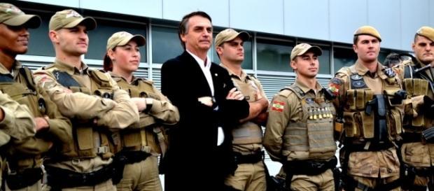 """A gritaria de Jair Bolsonaro e o avanço do """"mito"""""""