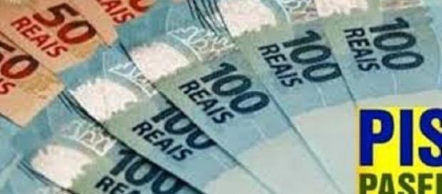 O governo começou a depositar o abono salarial para os nascidos em outubro