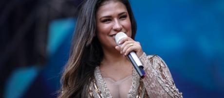 Simone canta sozinha no Villa Mix, em Curitiba