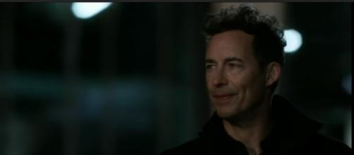 "Harrison Wells returns to Earth 1 in ""The Flash"" season 4 episode 3. (Photo:YouTube/Soboz)"