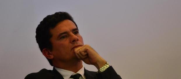 Sérgio Moro insiste para que o hospital confirme se tem registros de entrada de compadre de Lula