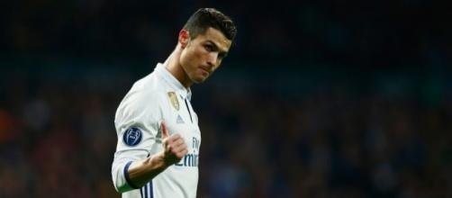 ANTENA 3 TV   El lado más humano de Cristiano Ronaldo con una niña ... - antena3.com