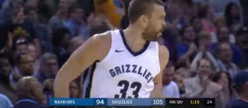 Marc Gasol dominates the Warriors. [Image Credit: Real GD's Latest Highlights/YouTube]