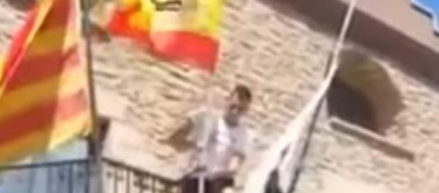 Raúl Macià, preso por colocar una bandera de España - intereconomia.com