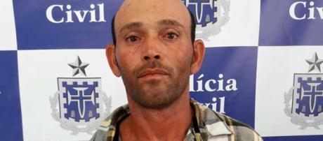 Homem foi preso após agredir companheira com golpes de faca (Foto: Divulgação/Deam)