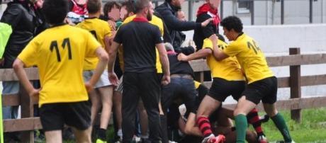 Una scena della rissa di ieri tra Paganica e Appia Rugby, under 18