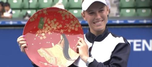 Caroline Wozniacki with her 2017 Tokyo trophy; (Image Credit: WTA official channel/YouTube)