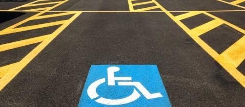 Montesilvano, istituito numero verde per segnalare chi parcheggia abusivamente nei posti riservati alle persone con disabilità