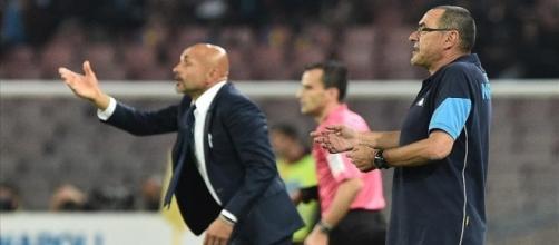 Sarri e Spalletti danno indicazioni durante il big match.
