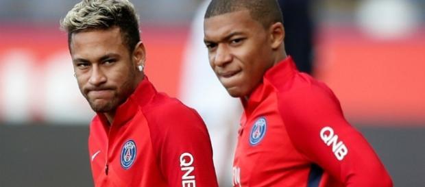 Les deux attaquants parisiens ne respectent pas l'arbitre du Classico