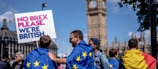 Planul Regatului Unit pentru înregistrarea forțată a cetățenilor UE ar fi ilegal, potrivit parlamentarilor europeni