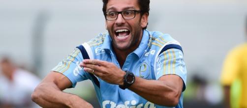 Alberto Valentim é o treinador provisório