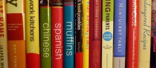 Books on a shelf / Lori L. Stalteri via Flickr