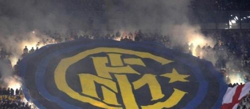 Foto della bandiera del logo inter, fonte 'The Sun'