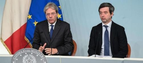 Il Presidente del Consiglio, Gentiloni, affiancato dal Ministro della Giustizia, Andrea Orlando.