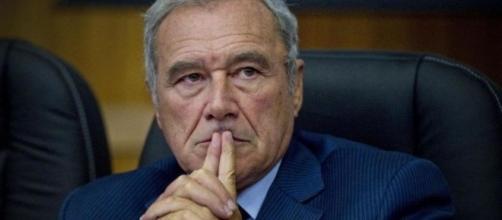 Il presidente Pietro Grasso lascia la delegazione PD al Senato