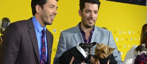 Jonathan Scott opens up about his divorce and transforming a home for his brother, Drew. [Image Credit: Mingle Media TV, Wikimedia Commons]