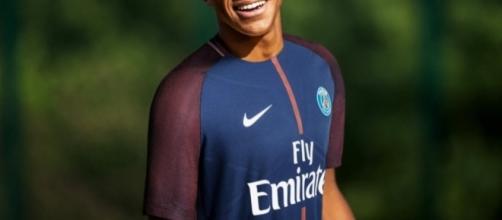 Mbappé est-il influencé par Neymar ? (@Mbappe).