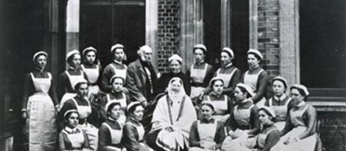 Nightingale y sus alumnas enfermeras en Nightingale Home.