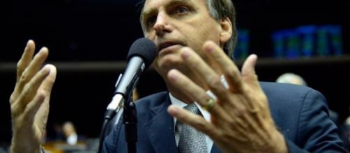 Pré-candidato e segundo colocado nas pesquisas de intenção de voto, Jair Bolsonaro é elogiado por Ciro Gomes