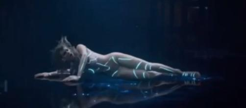 Taylor Swift appears in nude bodysuit in 'Ready for It?' [Image Credit: Trend Central/Youtube]