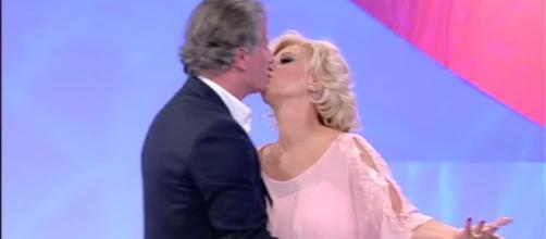 Tina bacia Giorgio! | WittyTV - Part 566276 - wittytv.it