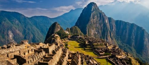 Traveling the world can connect you to some of the most beautiful places on earth. [Image Credit: Pedro Szekely/Wikimedia Commons]