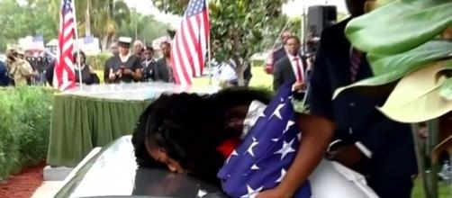 Widowed wife of Sgt. La David Johnson, Myeshia Johnson kisses the casket. Image credit: Inside Edition/ YouTube screencap