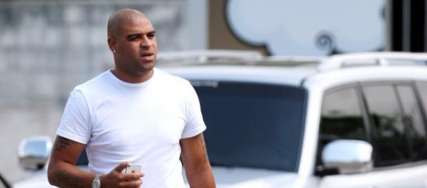 Adriano pode voltar ao futebol vestindo a camisa do São Bento