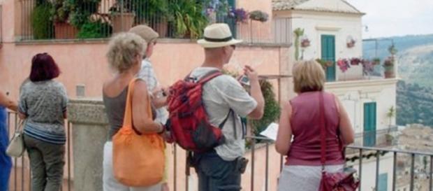 Turisti stranieri e non solo alla ricerca di un'Italia poco conosciuta