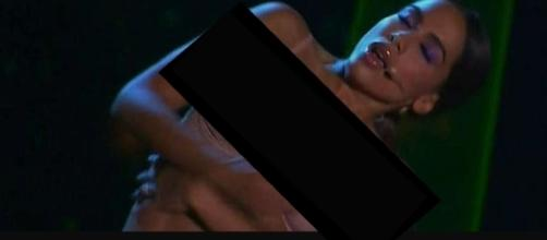 Anitta também cantou com a dupla Simone e Simaria (Foto: Captura de vídeo)