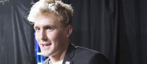 Jake Paul posing with award. [Image Credit: Disney ABC Television/Flickr]