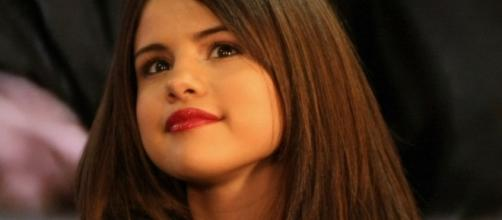 Selena Gomez reunites with Justin Bieber and Demi Lovato. (Image Credit: Mikey Hennessy/Wikimedia Commons)