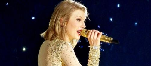 Taylor Swift performs in a concert. [Image Credit: GabboT/Wikimedia]