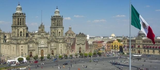 La población de México se desborda en ayuda a los damnificados