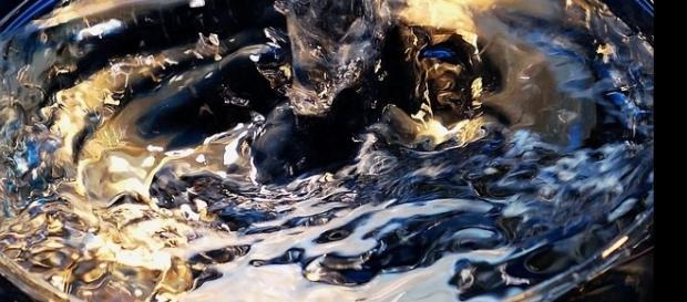 Testemunhas de abdução relatam poder respirar normalmente em baixo de líquido misterioso