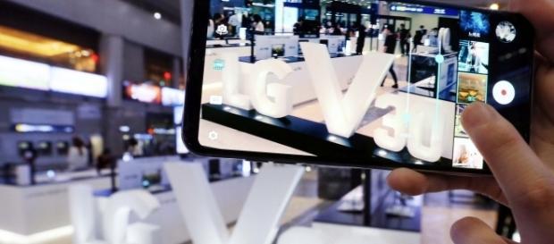 The unlocked LG V30 could hit the US shelves in December. (Image Credit: LG/Flickr)